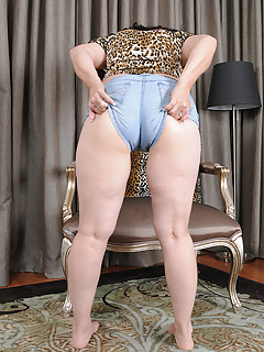Shorts Porn Pics
